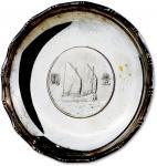 民国二十三年孙中山像背帆船壹圆银币底银盘一件,重:63.4g,金色包浆,光泽闪亮,保存完好