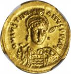 JUSTINIAN I, 527-565. AV Solidus (4.43 gms), Constantinople Mint, 10th Officinae.