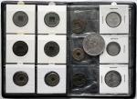 Lots der Volksrepublik China ab 1949 Kl. Album mit 13 Münzen. Han-Dyn. bis Republik. U.a. 10 Cents u