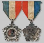 民国二十七年军事委员会军官训练团银质纪念章 极美